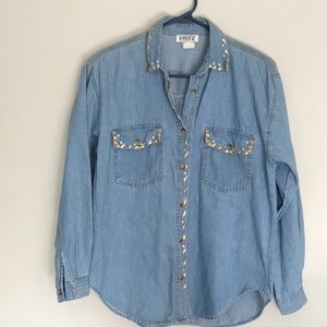 Go western in this cute denim jean shirt!  Size  S